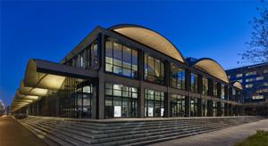 Station F. Licht für den größten Start Up-Campus der Welt.